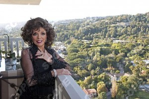 ACTRESS JOAN COLLINS AT HOME IN LA - 2013 75119ES CREDIT EDDIE SANDERSON/SCOPEFEATURES NOT TO BE USED WITHOUT PERMISSION